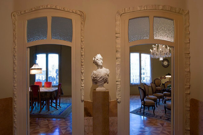 visit apartment time pedrera by day dinning room