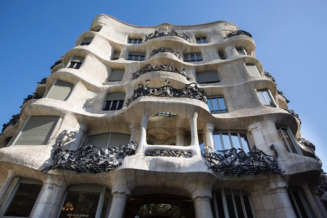 visit la pedrera by day and night facade