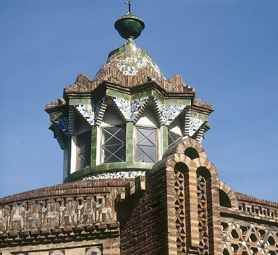 obra gaudi pavellons guell