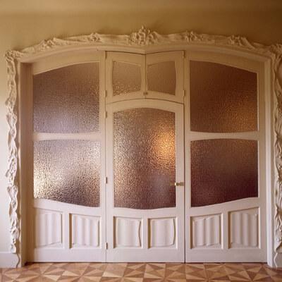 arquitectura pedrera portes motllures
