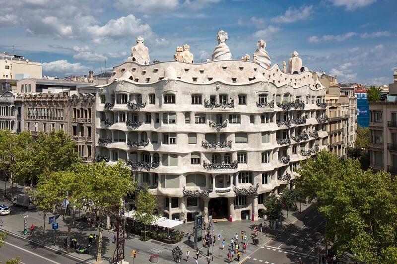 casa mila la pedrera gaudi barcelona